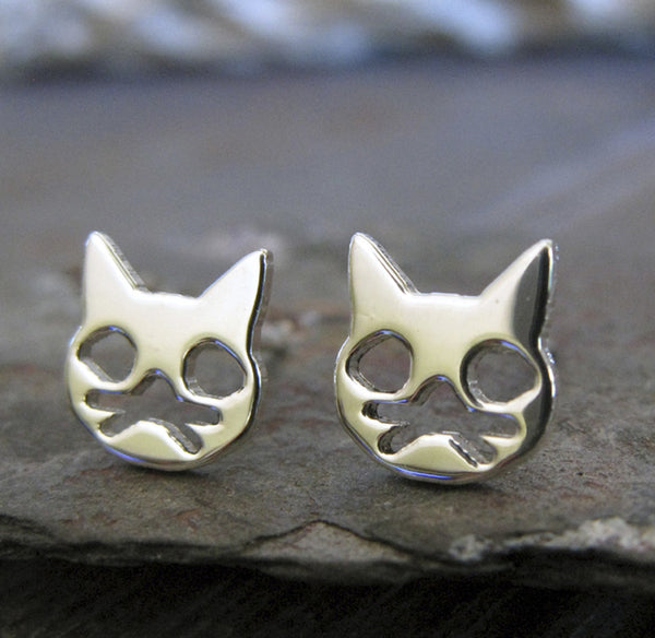 Cat Face with Whiskers. Stud earrings in sterling silver.
