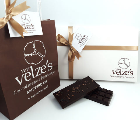 Vaderdag chocolade pakket, Chocolade repen, cacao nibs, Chocolade chilli, chocolade zeezout, Amsterdam Fathersday chocolate hamper
