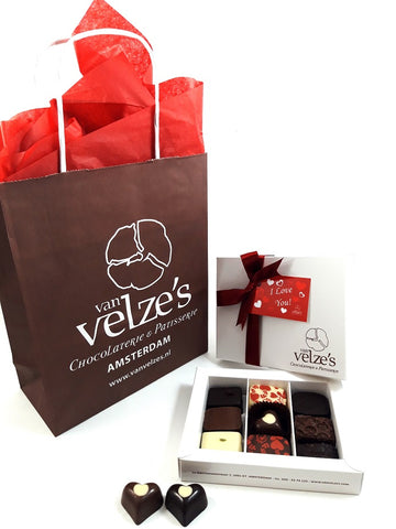 Valentine Chocolates Amsterdam, Valentijn bonbons, Valentijn chocolade Amsterdam, valentijnsdag  Valentines day chocolate gifts with personalised card delivered to your valentine Order online.