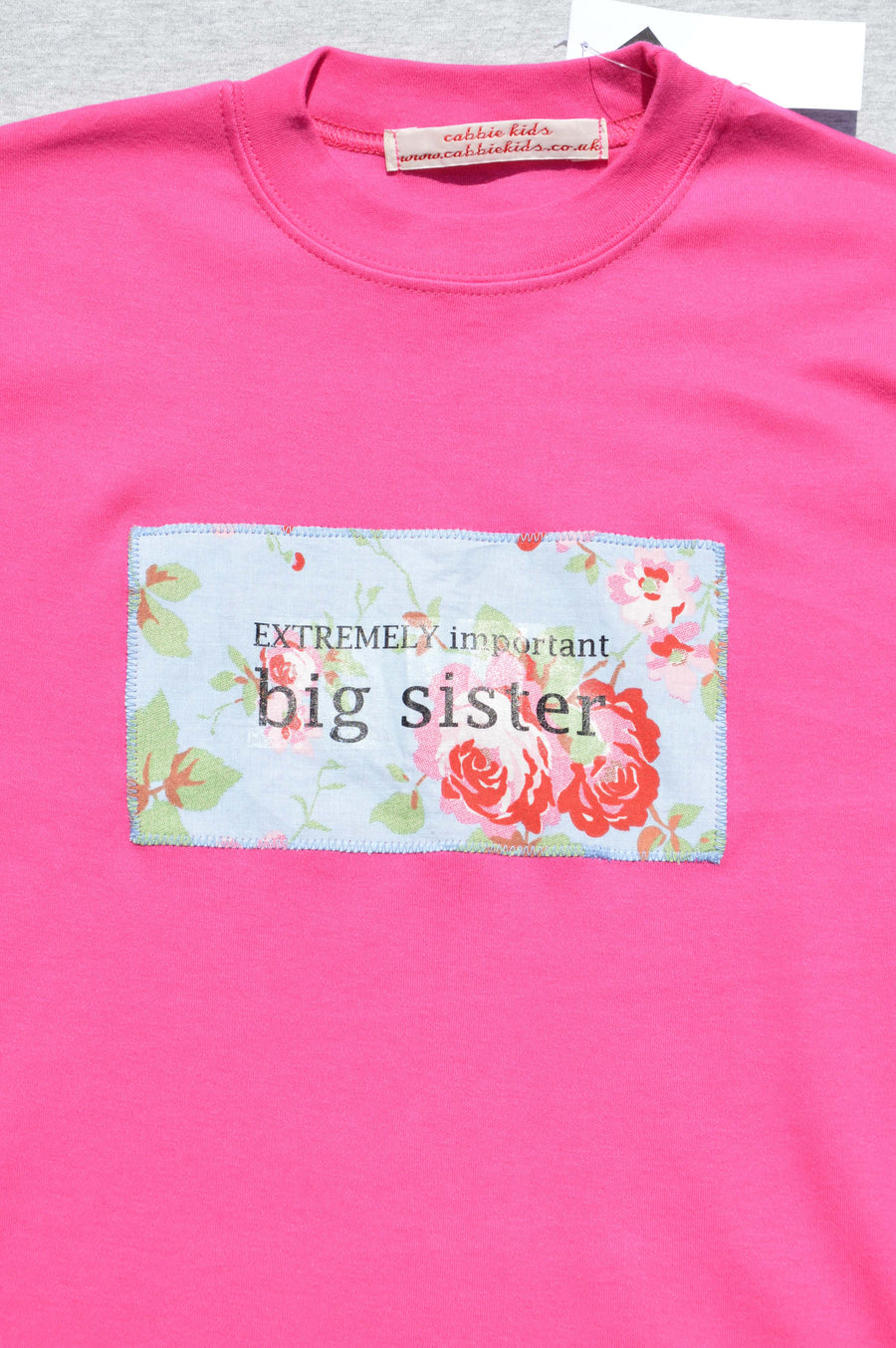 Cabbie Kids - brand new - bright pink t-shirt with 'big sister' motif, size 5-6