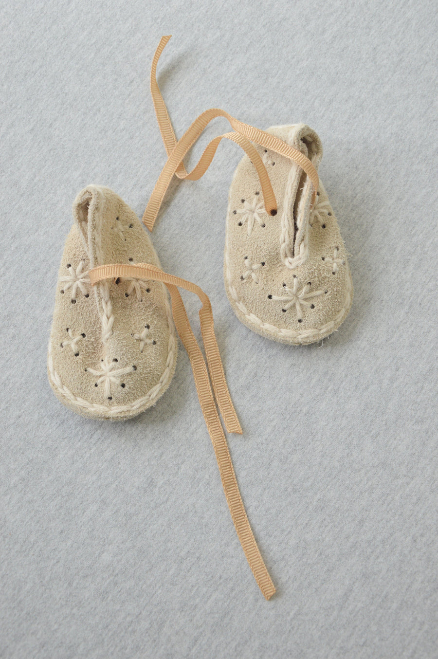 Professionally handmade - nearly new - beige suede slippers, size 3-9m