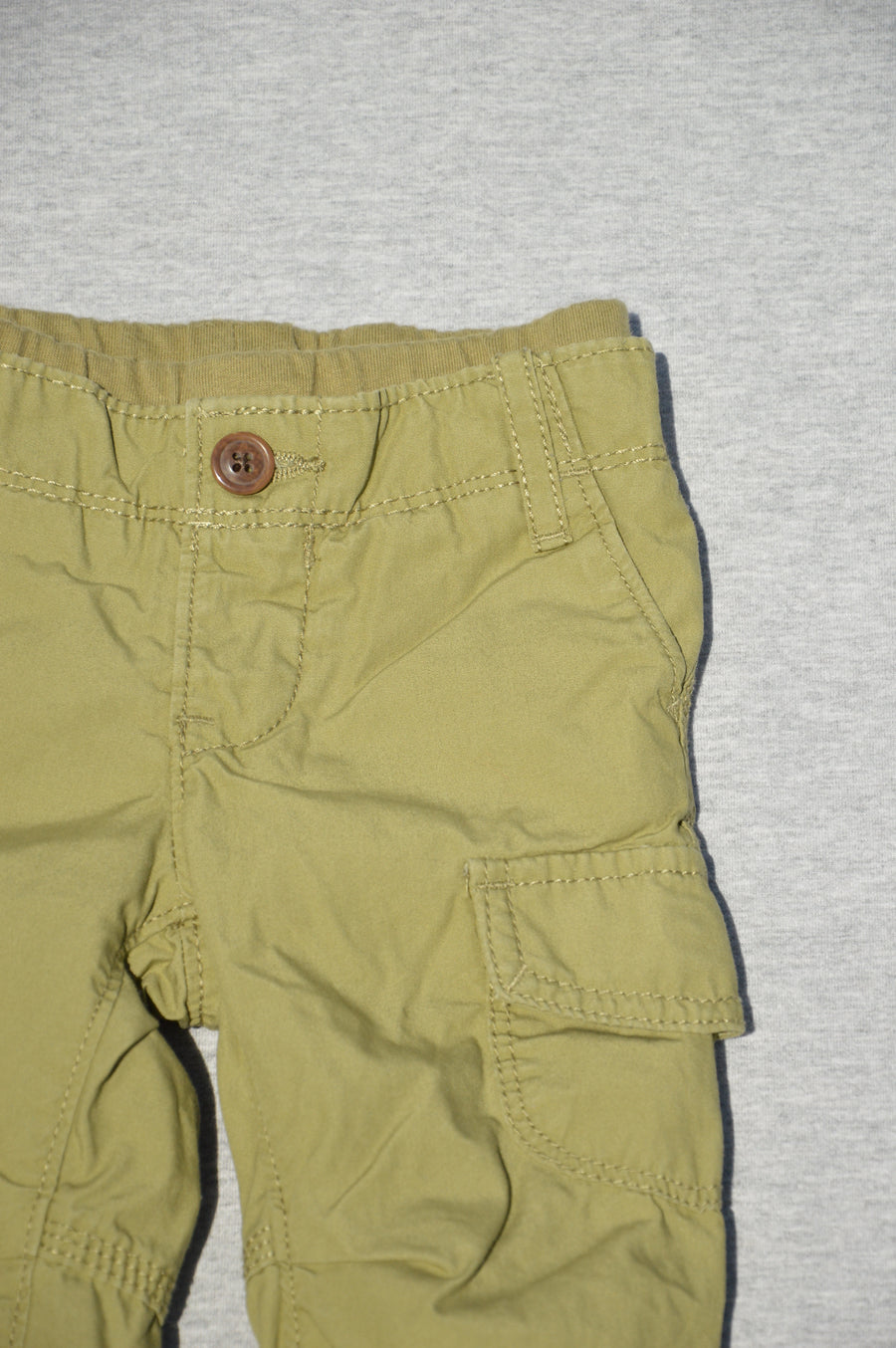 Gap - nearly new - fully lined olive cargo pants, size 3-6m