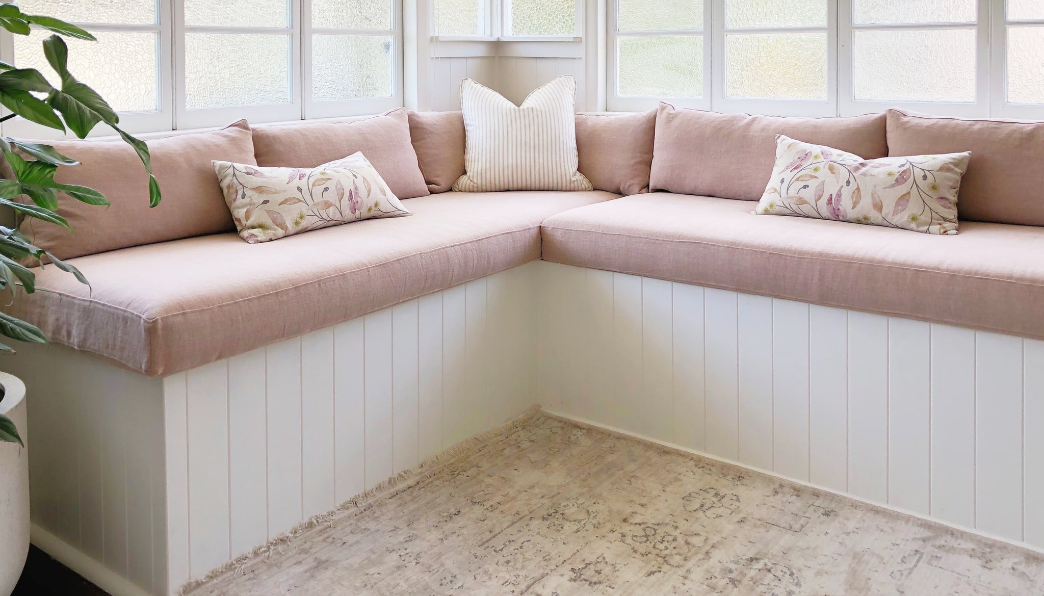 Squarefox_BenchSeatCushions_WindowSeatCushions_BuiltInSofa_palepinkLinen