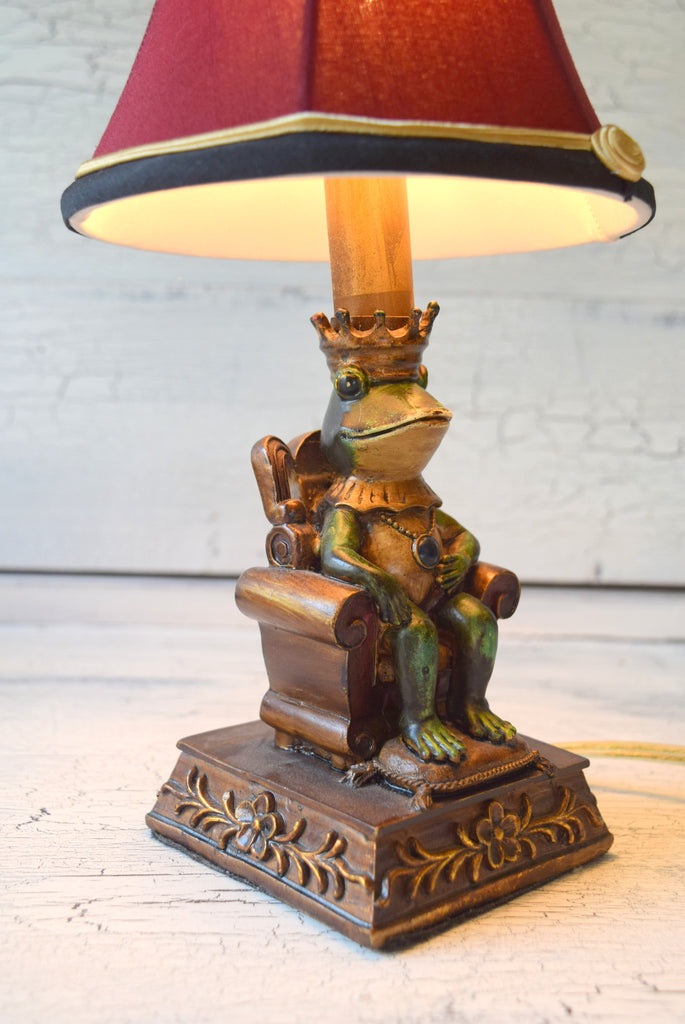 Nice King Authur Frog Lamp