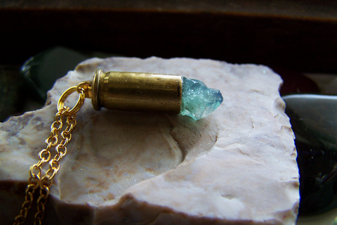 Rogerley Fluorite Color Change Crystal Bullet Necklace