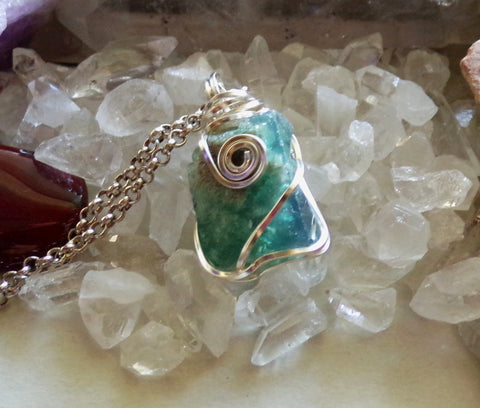 Rogerley Fluorite Color Changing Natural Gemstone Pendant Necklace