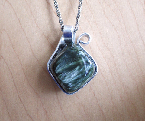 Green Seraphinite Crystal Natural Wire Wrapped Gemstone Pendant Necklace