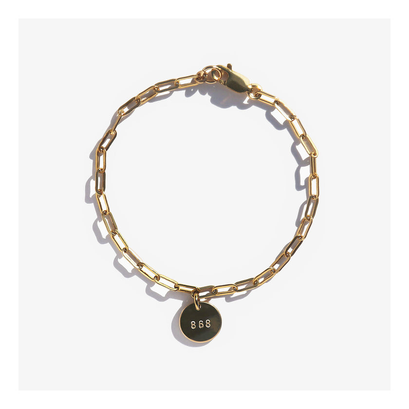 Link chain bracelet with initial charm.