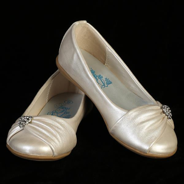 Wendy Girls Flat Shoe with Rhinestone Heart-ivory