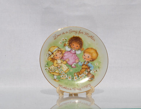 Vintage Avon Mothers Day Plate Love is a Song For Mother 1983 Miniature Plate, Avon Collectible