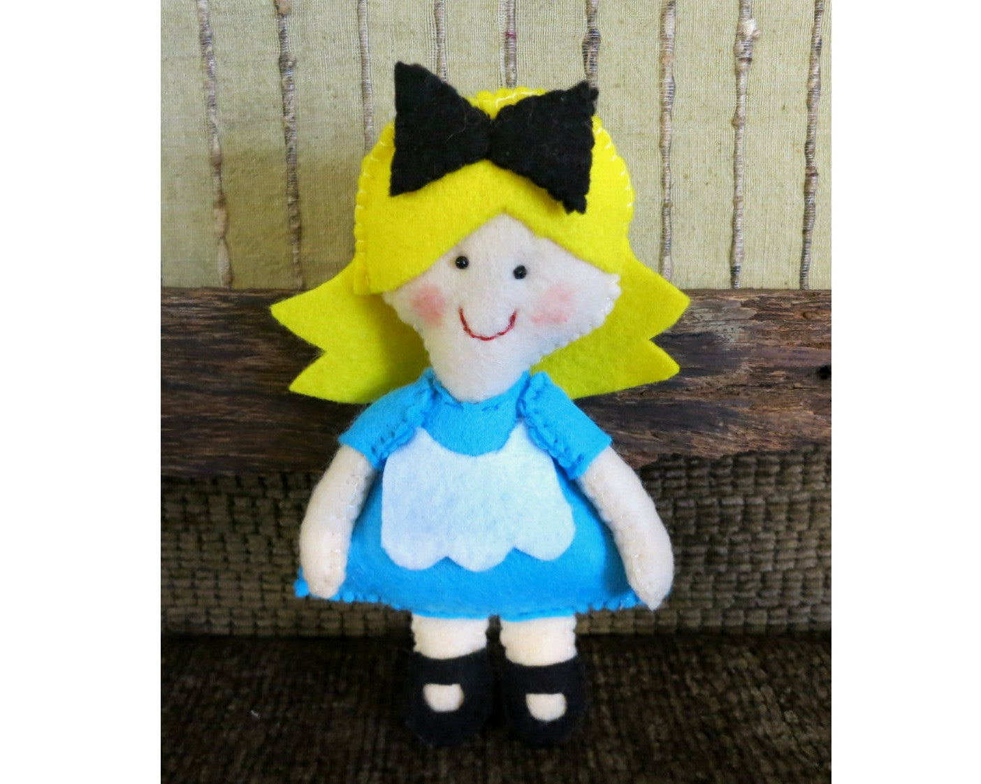 Alice-in-Wonderland-Stuffed-Toy-Nchanted-Gifts