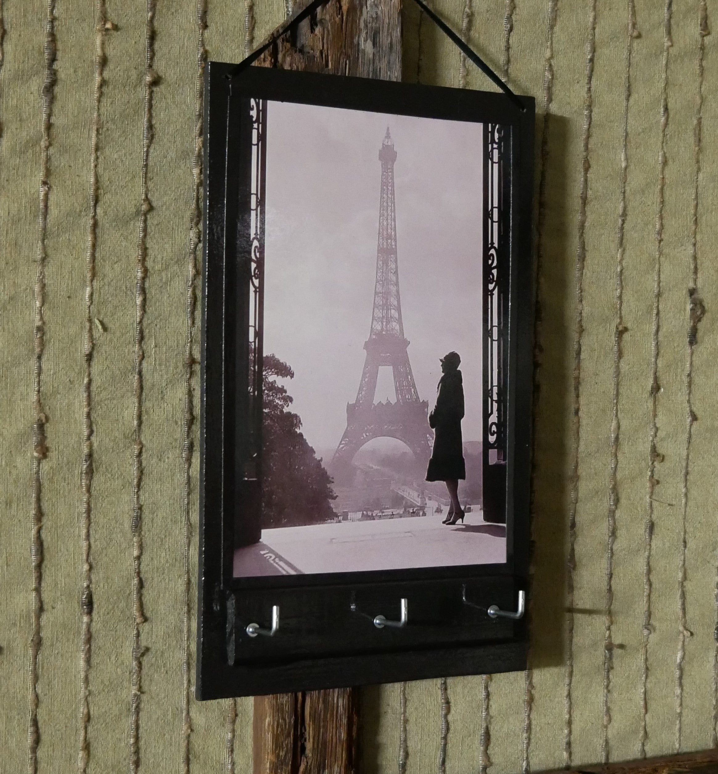 Key-Rack-Holder-with-Paris-Print-Nchanted-Gifts