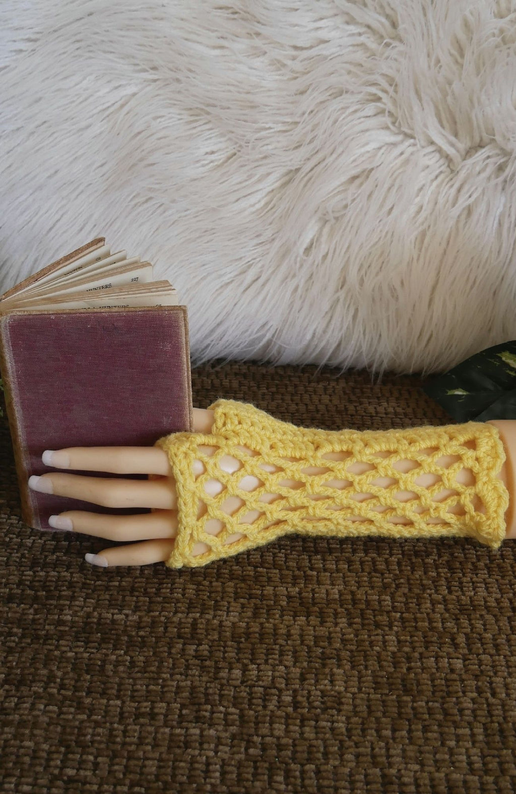 Burlesque-Lace-Fingerless-Gloves-Nchanted-Gifts