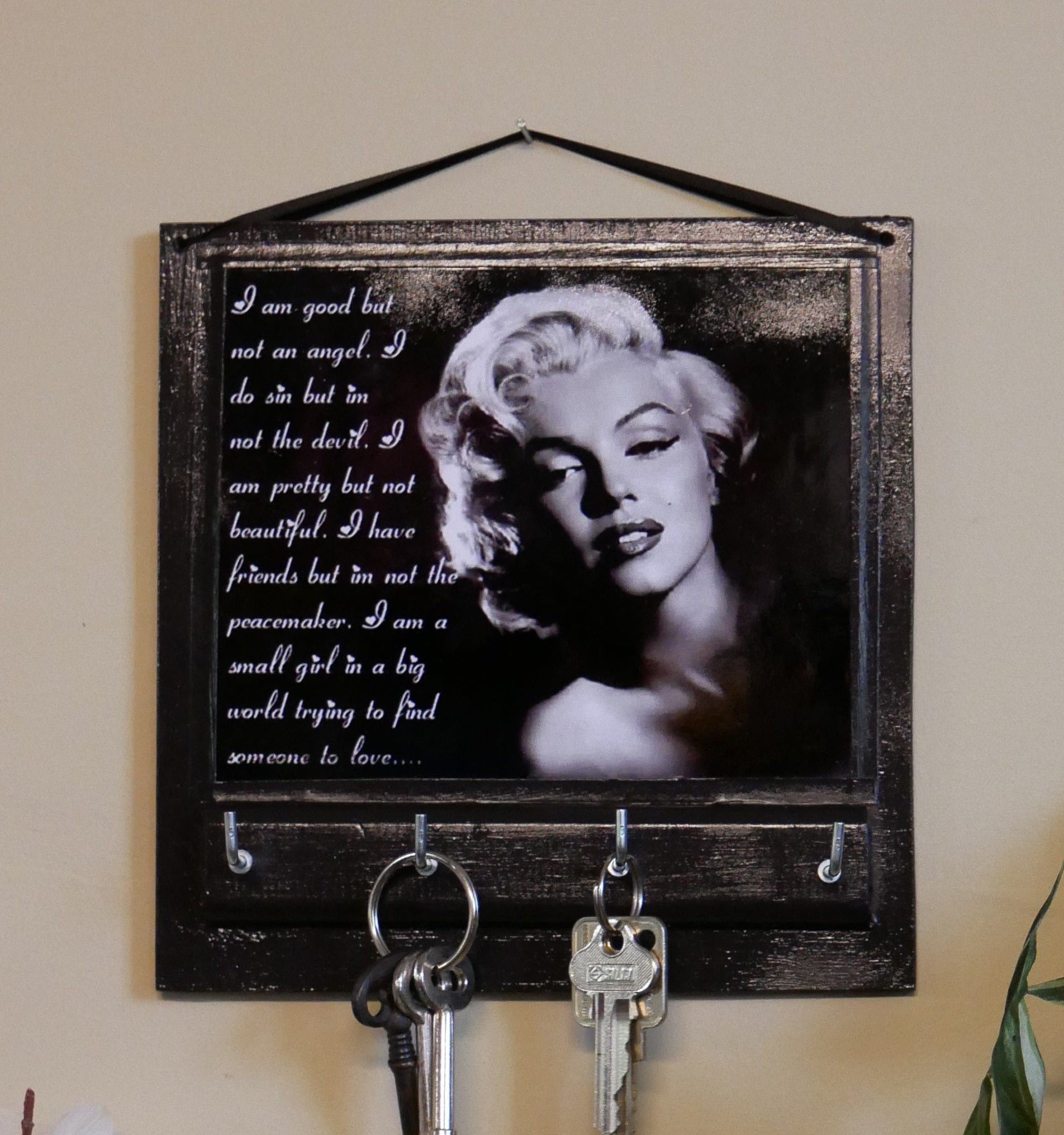 Marilyn-Monroe-Office-Decor-Nchanted-Gifts