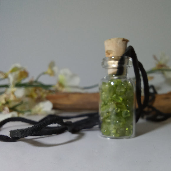 Peridot Stone Chip Necklace
