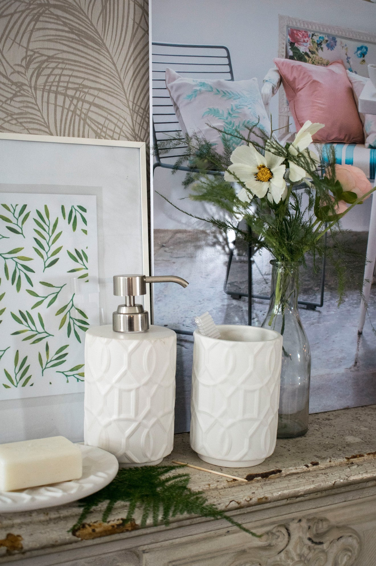 White decorative ceramic soap dispenser and holder from Amara own label