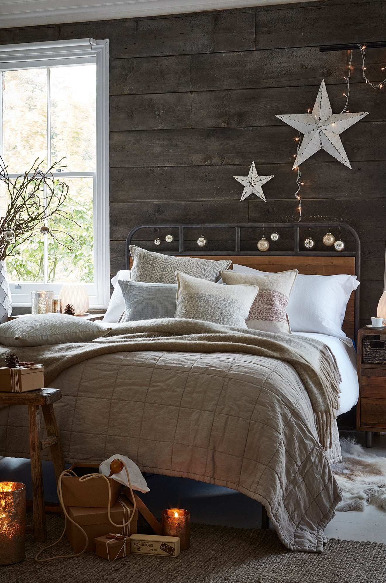 Christmas in the bedroom luxury decorative designs for the winter season from Lombok