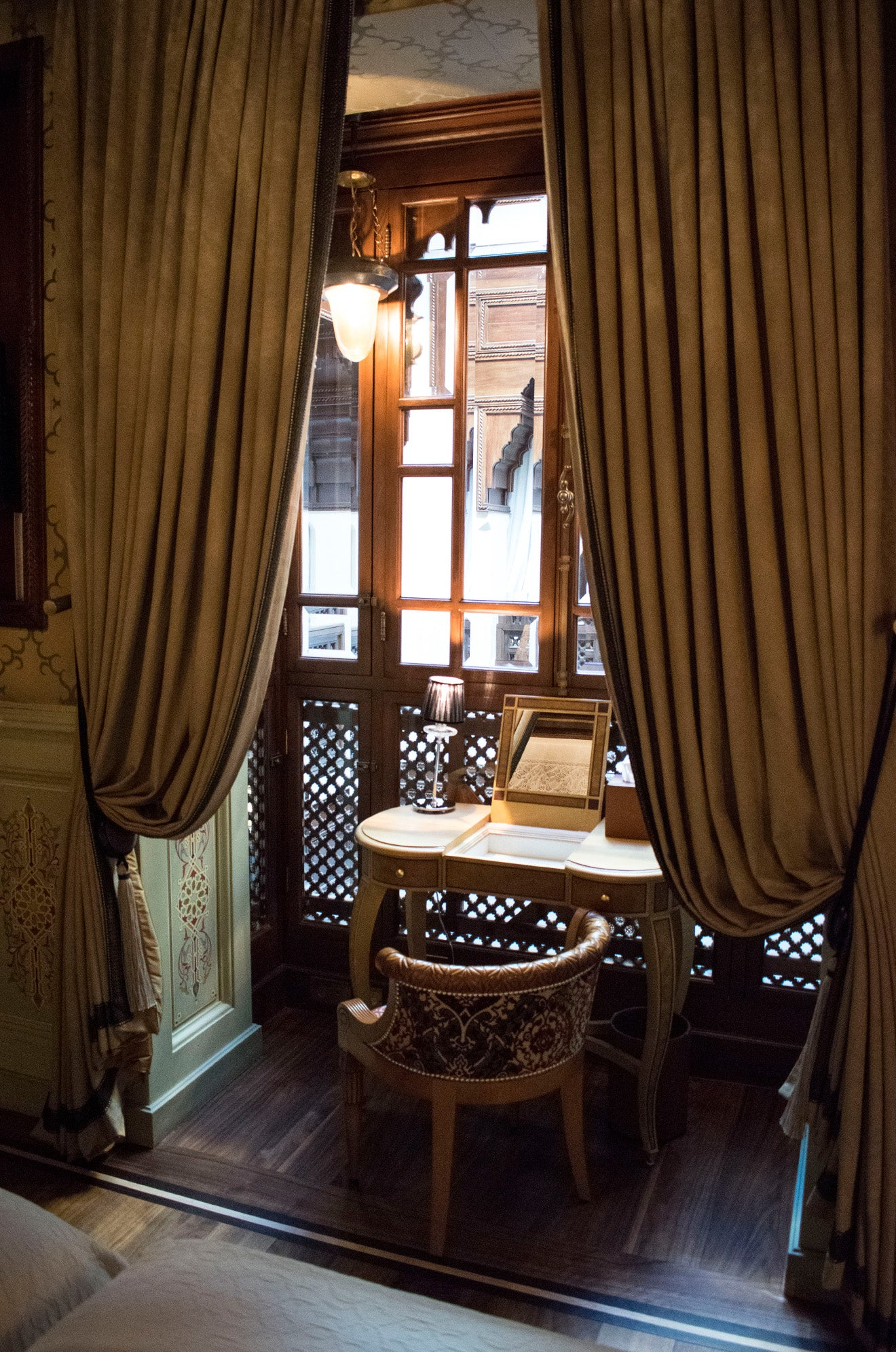 Dresser overlooking the central courtyard at the Royal Mansour