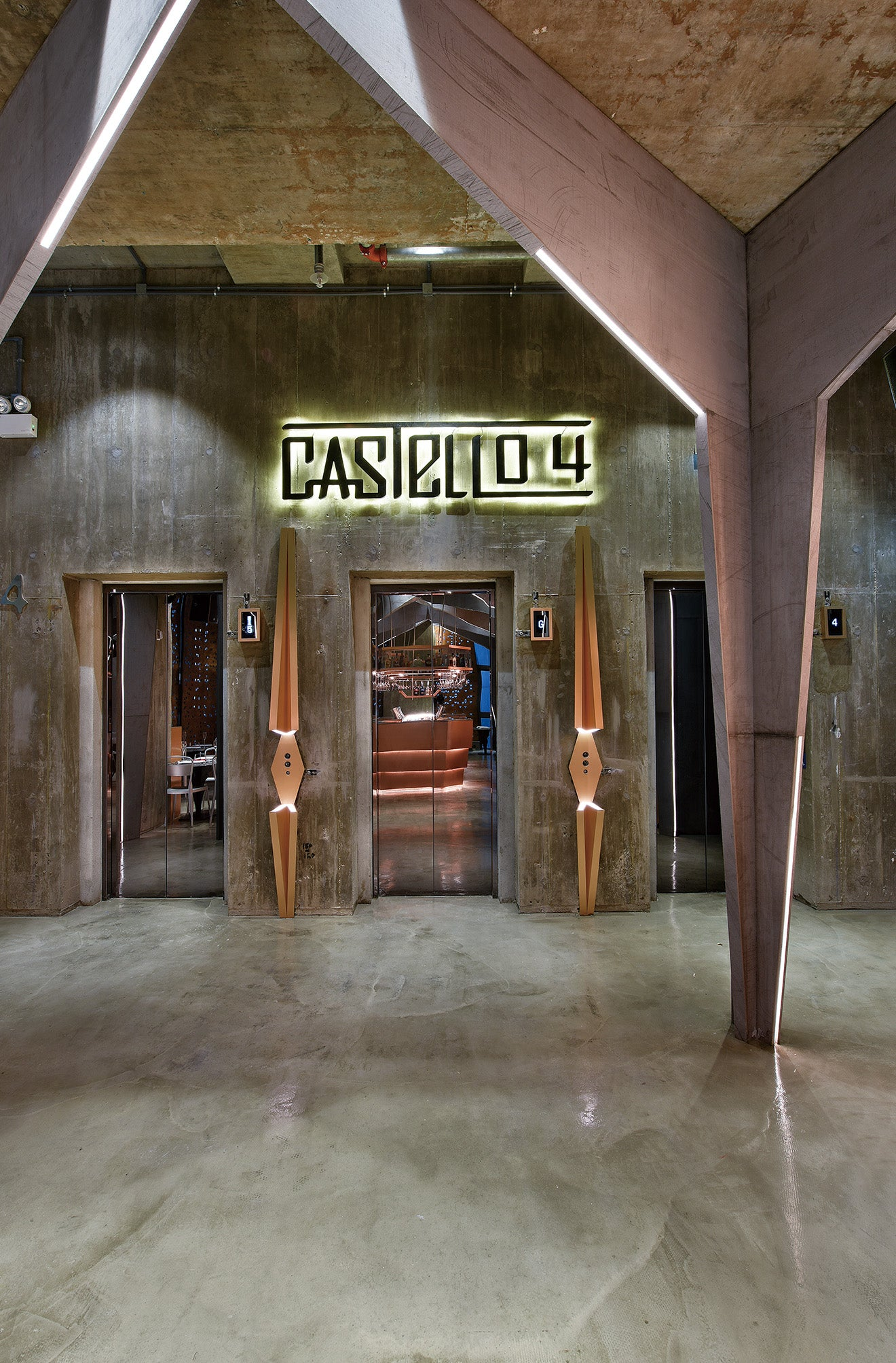 Entrance to Castello 4 luxury restaurant and bar