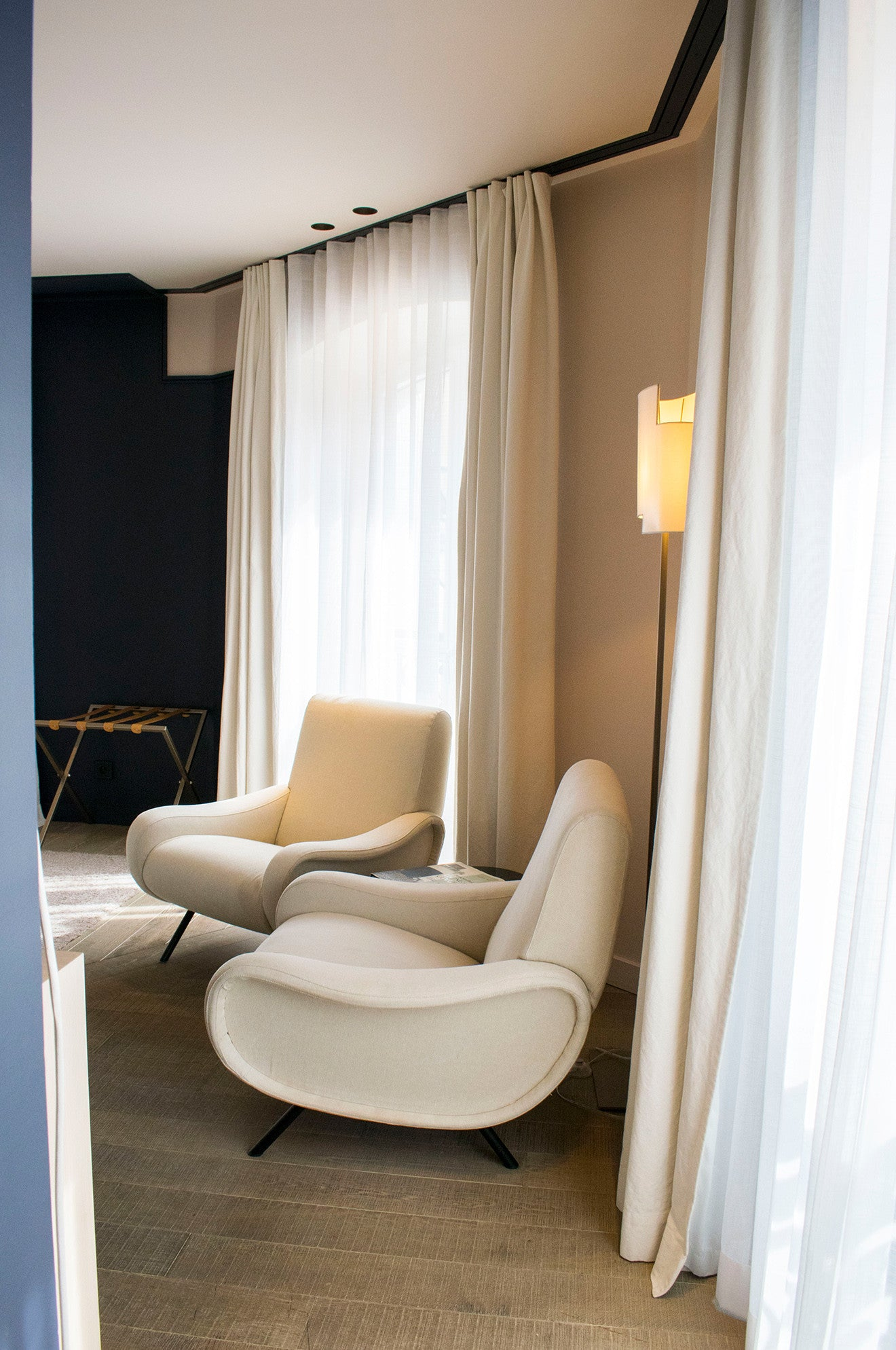 contemporary armchairs at Hotel de NELL Paris