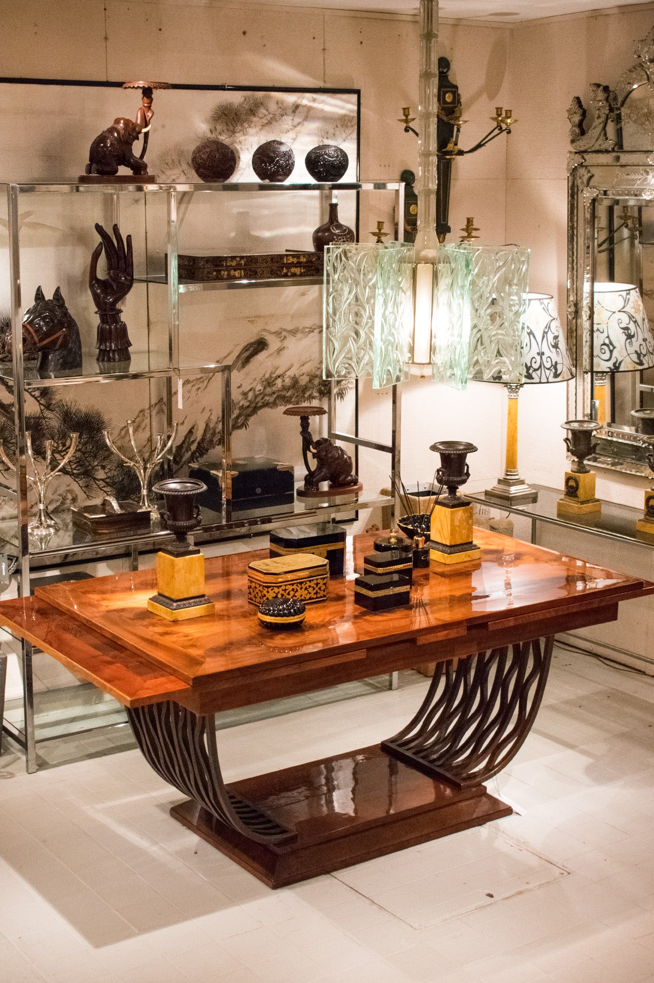 Guinevere Antiques Showroom King's Road Chelsea