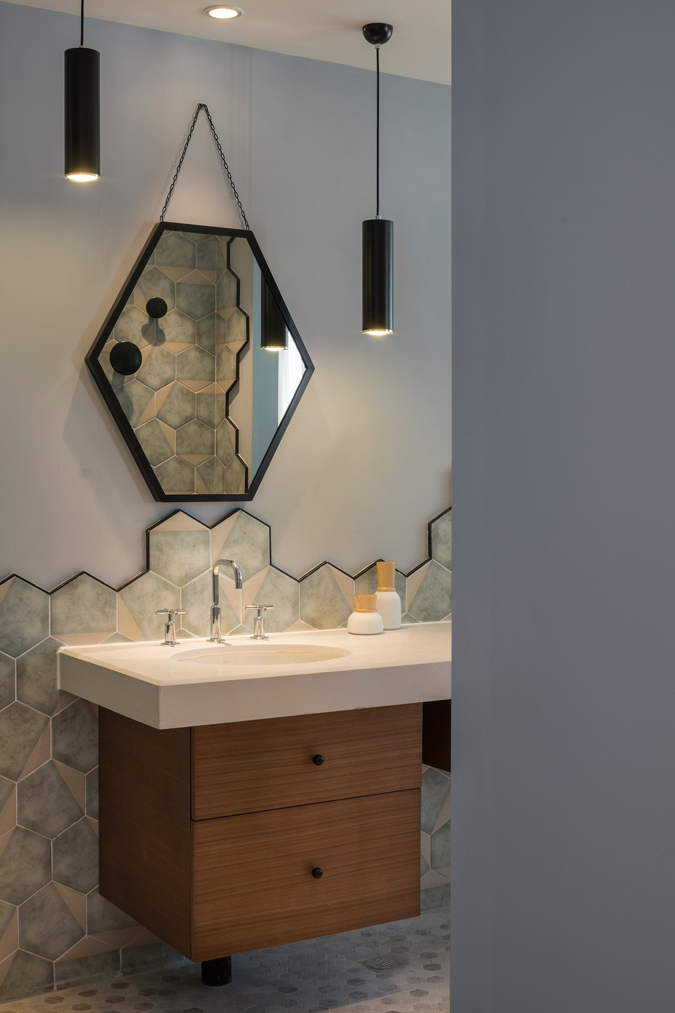 Nanxun Hotel bathroom with hexagon tiles designed by Dariel Studio