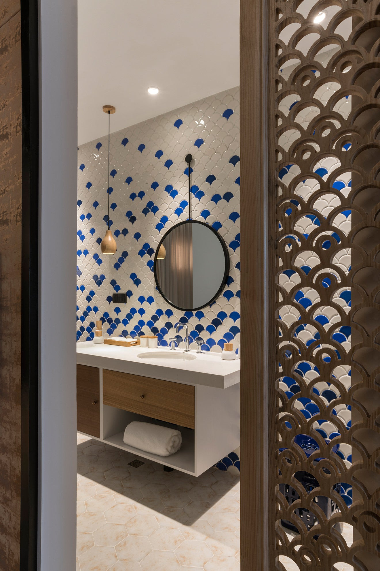 Nanxun Hotel bathroom with blue and white fish scale tiles, designed by Dariel Studio