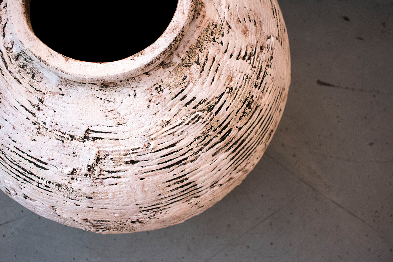 Flow Gallery Ceramics by Lisa Stockham hosted at the OCHRE showroom London