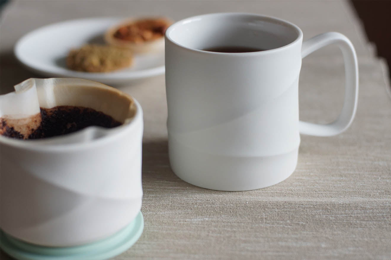 Toast living ceramic mug with geometric design and mint green lid