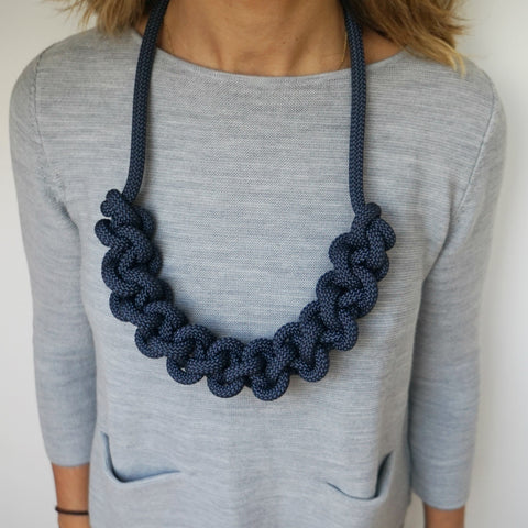 THE BETTE STATEMENT NECKLACE (NAVY)