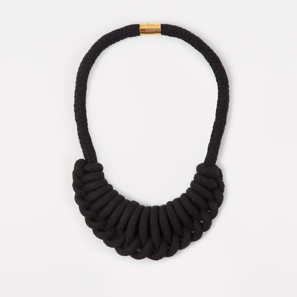The Nina crescent necklace - black