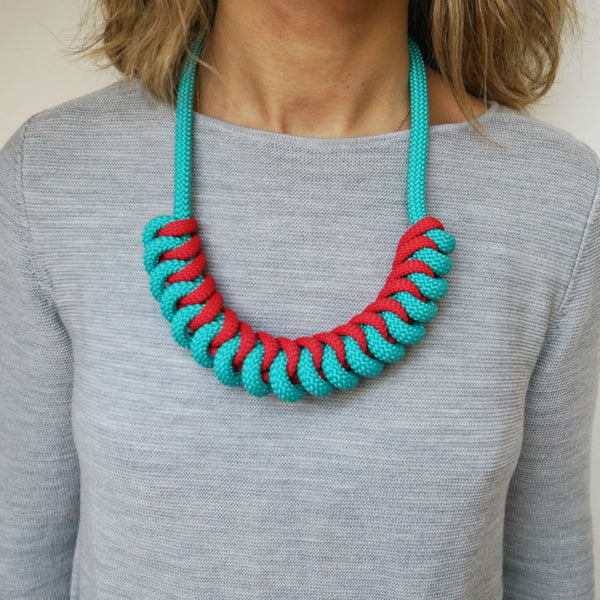 THE STEVIE ROPE NECKLACE (AQUA)