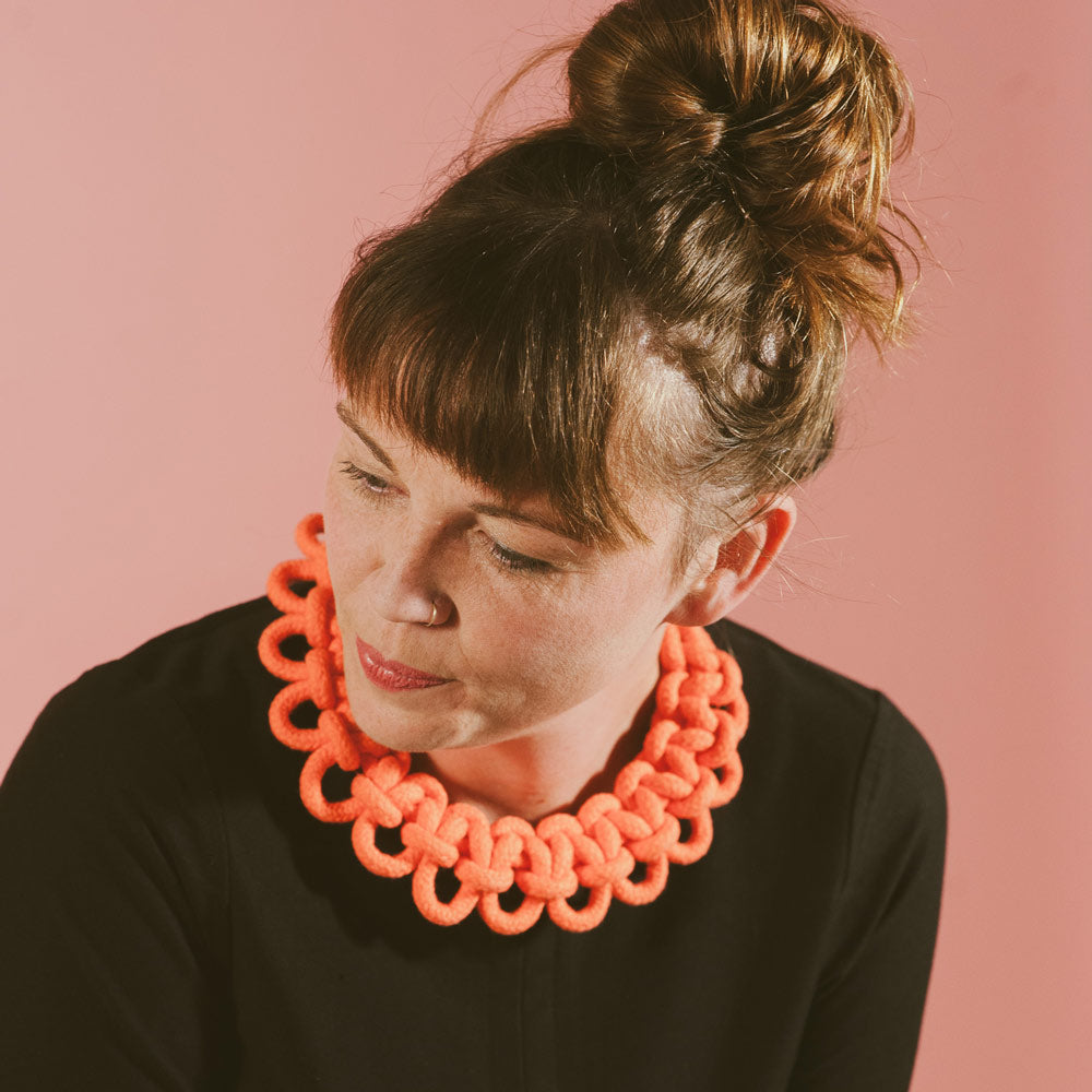 The Polly scalloped collar - coral
