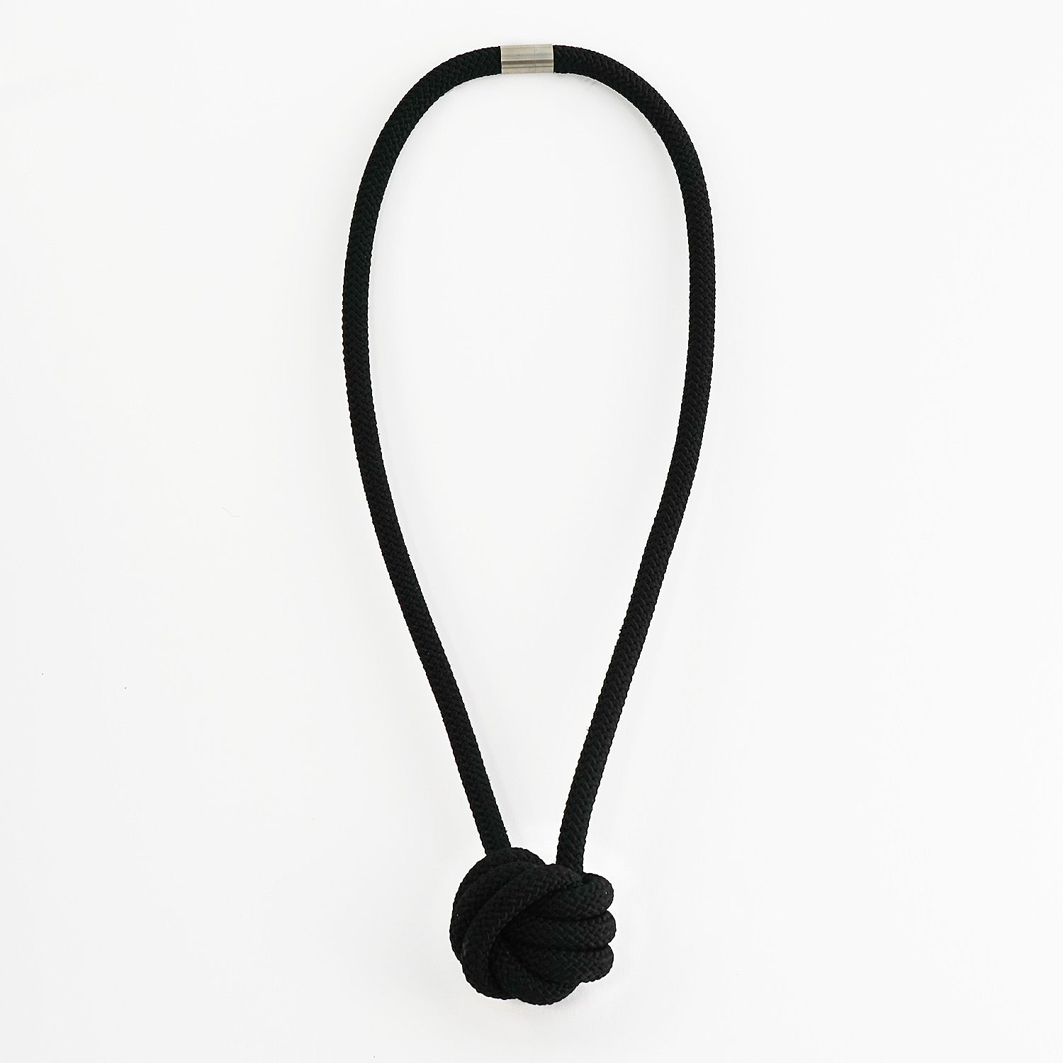 The Rosetta knotted pendant - Black