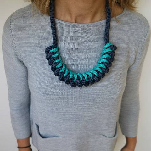 THE STEVIE ROPE NECKLACE (NAVY)