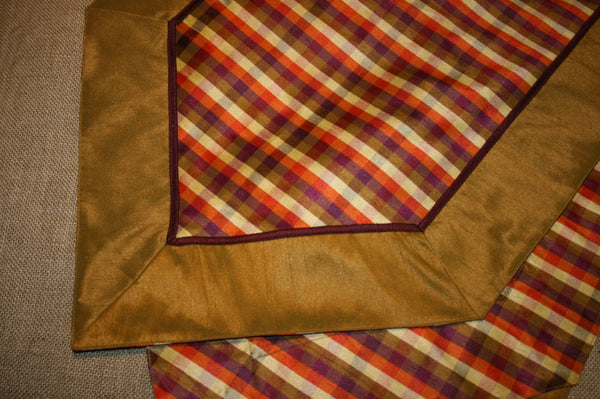 b Autumn Table Runner