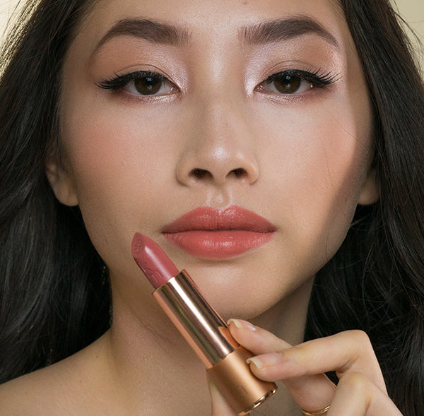 Model wearing 05 Violet Mousse natural lipstick nude shade