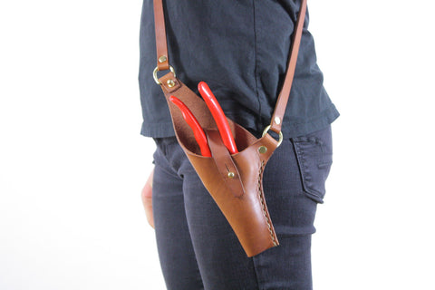 Crossbody Leather Pruner Holster in Honey Brown Steerhide