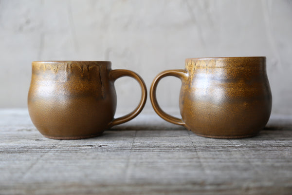 Pair of mugs in golden earthy glaze