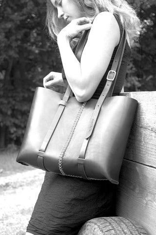 The Weekday tote in Brown steerhide