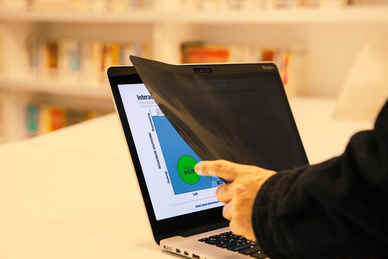 "Targus ASM12MB 12"" Magnetic Privacy Screen for Apple MacBook 12 磁吸式螢幕防窺片 - Young Vision - www.yv.com.hk"