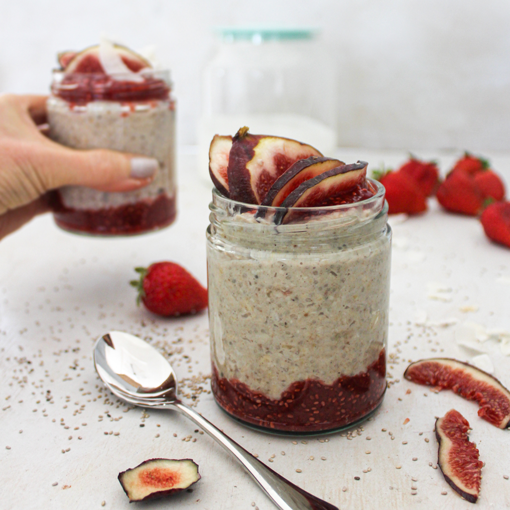 fig and strawberry overnight oats