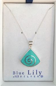 SP123BC - GREEN WEDGED SHAPED SWIRL PENDANT
