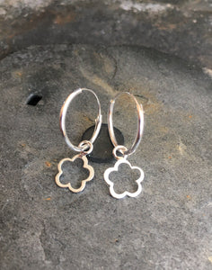 SE185B - 14MM HOOP WITH 6MM FLOWER CHARM