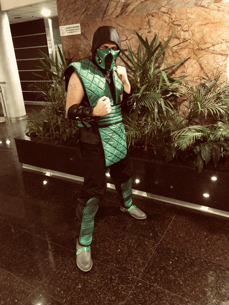 MK Reptile cosplay with mask and boots