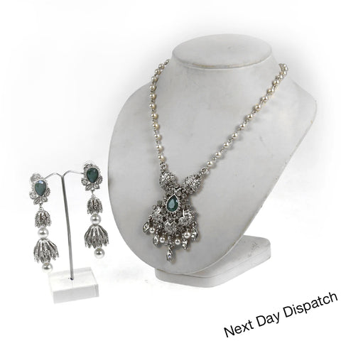 Nilaan Pendant Set ( Buy as Seen )