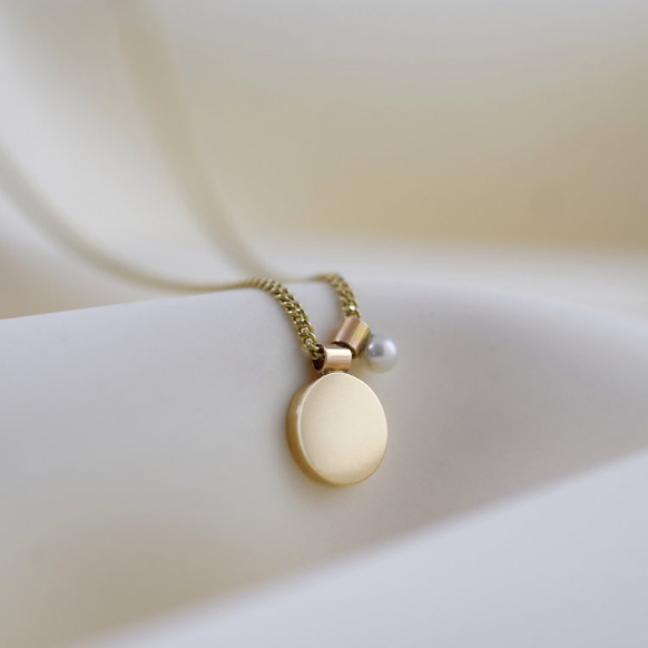 Necklace - Ama - Disc with Pearl - 9 Carat Gold