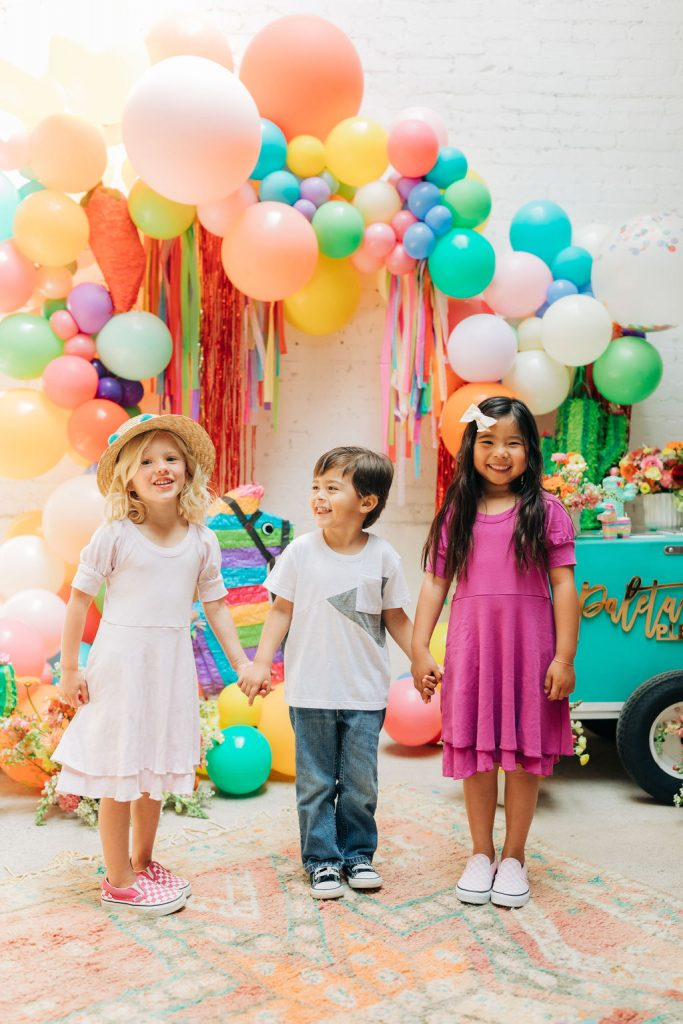 A COLORFUL AND FUN PIÑATA PARTY FOR THE NIÑOS!