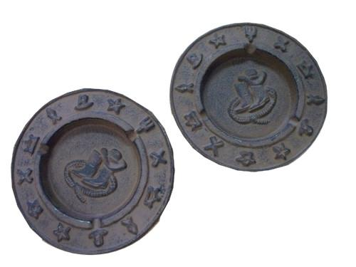 2pc Cast Iron Ashtrays Western Southwestern Ashtrays Carvers Old Iron
