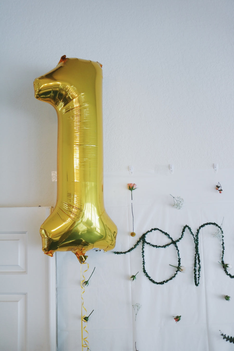 gold 1 balloon